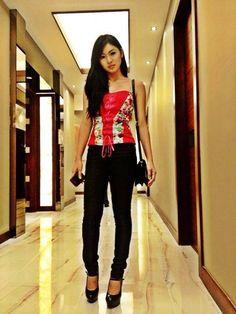 nadine lustre Filipina Actress, Filipina Beauty, Nadine Lustre Ootd, Teenage Couples, Boy Models, Best Actress, Handsome Boys, Luster, Fitness Inspiration