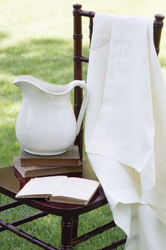 The season's carefree fabrics mirror the lighthearted spirit of the halcyon days of summer, adding an extra layer of charm to all they adorn. Victoria Magazine, Halcyon Days, Linens And Lace, Velvet Cushions, Southern Charm, Summer Days, Fabrics, Home And Garden, England