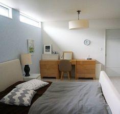 バニラさんはInstagramを利用しています:「おはようございます☺ 寝室、TVボード側から撮影📷✨ 上に窓が付いているので 壁面がひろ~く使え マリメッコが飾り放題⁉😆(笑) ☆ 壁面を占領しているものが あります😅 入口、ウォークインクローゼット、洗面室に入るための扉が3つ😅 寝室→洗面室→ランドリールーム→ ウォークイ…」 Hotels Design, Bed, Furniture, Interior, House, Bedroom, Home Decor, Room, Muji Style
