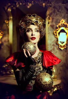 Delle donne amo la fantasia con cui adornano la loro bellezza e quanto stimoli l'immaginazione il solo fatto di stare ad osservarle. Margarita Kareva's Enchanting Photographic Fantasies