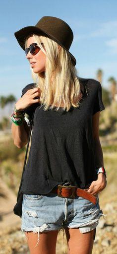Camiseta preta decotada