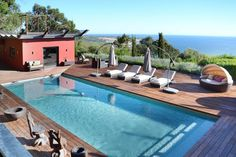 Five bedroom luxury villa in Cascais, Lisbon Coast with high quality facilities. Private heated swimming pool and amazing views across the ocean. Situated in a quiet location but close to tourist attractions.