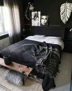 35 Inspiring Black and White Master Bedroom Color Ideas. Black and white bedroom designs; bedroom ideas for couples. Black and white master bedroom designs for your inspiration White Bedroom Design, Bedroom Black, Bedroom Colors, Home Decor Bedroom, Modern Bedroom, Bedroom Furniture, Black Bedrooms, Master Bedrooms, Dark Cozy Bedroom