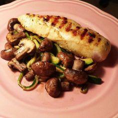 tag 2/27. mittagessen. hähnchen mit champignons und ein bisschen zucchini   #abnehmem #loseweight #startnow #healthyfood #fit #love #fitness #fattofit #lowcarb #ciaoschoki #eatclean #trainhard #sizezero #sizezero2k16 #sizezero2016 #sz #ilovepersonaltraining #rockanutrition #teamalina #countdown #motivation #letsgo #hähnchen #champignons #zucchini #lunch #mittagessen by fairy_teijl