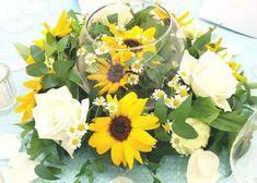 ひまわりを装花にするゲストテーブル事例