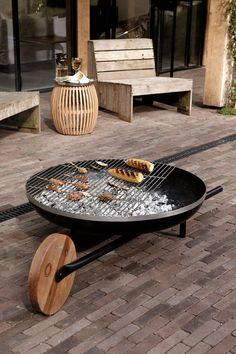 Barbeque Design, Barbecue Grill, Fire Pit Chimney, Outdoor Fire, Outdoor Decor, Fire Pit Grill, Fire Pit Seating, Plakat Design, Deco Originale