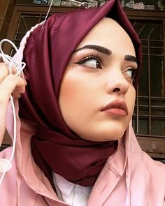Image may contain: 1 person, closeup Modest Fashion, Hijab Fashion, Hijab Makeup, Hijab Outfit, Ikon, Photography, Outfits, Clothes, Image