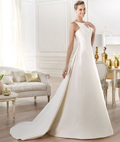Classic Ivory Covered Buttons Wedding Dress