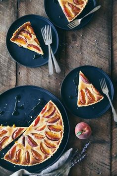 Peach Tart with Ricotta and Honey This simple, elegant dessert is sweetened only with honey - and peaches, of course. You can easily make your own pie crust from scratch or just use prepared cru Desserts To Make, Delicious Desserts, Yummy Food, Summer Desserts, Summer Fruit, Impressive Desserts, Elegant Desserts, Bakery Recipes, Dessert Recipes