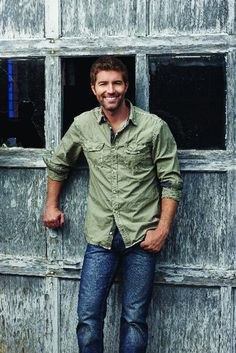 Josh Turner. Those eyes, the scruffy facial hair, the dimples.. <3