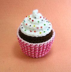 Crochet Cupcake Patterns on EtsyThe World's Best Photos of amigurumi and Odd foods that KILL your abdominal fat!This would be perfect for my sister's cupcake fancyWhere The Woolly Things Are Cupcake Crochet, Crochet Pincushion, Crochet Food, Cute Crochet, Crochet Crafts, Yarn Crafts, Crochet Projects, Knit Crochet, Crochet Birds