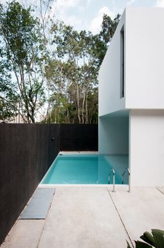 GARCIAS' HOUSE on Architecture Served Warm Architects http://warmarchitects.com/ Location: Cancún, México Architect in charge: Carlos Armando del Castillo A. Design and Construction team: Carlos Armando del Castillo Huerta, Adriana Diaz Santin,  Joaquin Morales Sarmiento. Date: 2014 Area: 215 m2 Photography: Wacho Espinosa