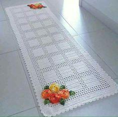 Passadeira de crochê branca com flores