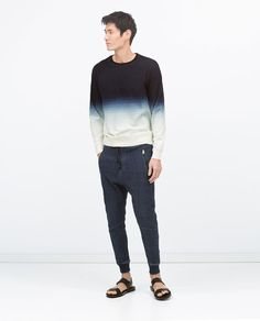 Llevo este jeans en la escuela. Los jeans son azul. La tienda del jeans es Zara.