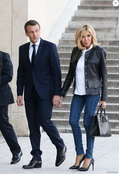 Brigitte Macron Star Fashion, Fashion Photo, French First Lady, Fashion Over Fifty, Chic Outfits, Fashion Outfits, Brigitte Macron, Beaux Couples, Paris Mode