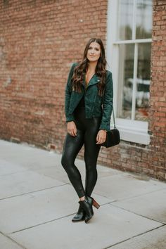 17 black tank top, black faux leather leggings, black heeled booties and a green faux suede moto jacket - Styleoholic Green Suede Jacket, Green Leather Jackets, Suede Moto Jacket, Leather Jacket Outfits, Legging Outfits, Outfits Dress, Leggings Outfit Fall, Leggings Fashion, Spanx Leather Leggings