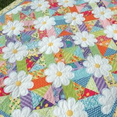 Let's learn how to make patchwork quilts with flowers following a simple standard tutorial for beginners and the most experienced girls. Th...