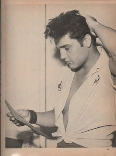 """Elvis 1957-07-04 at home in Memphis, he reads in the newspaper that Judy Tyler (co-star i """"Jailhouse Rock"""") was killed in a car accident"""