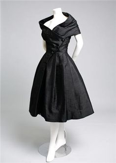 What are they wearing now: Vintage 50s Christian Dior couture on auction. One for the wish list.