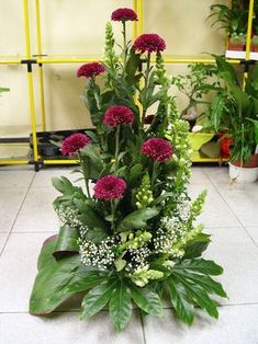 Idea Of Making Plant Pots At Home // Flower Pots From Cement Marbles // Home Decoration Ideas – Top Soop Funeral Floral Arrangements, Large Flower Arrangements, Flower Arrangement Designs, Christmas Flower Arrangements, Altar Flowers, Church Flowers, Funeral Flowers, Xmas Flowers, Deco Floral