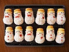 Little Snowman Cupcakes: So cute! Here is a link for a mini-snowman cupcake pan http://tinyurl.com/2bxbehk