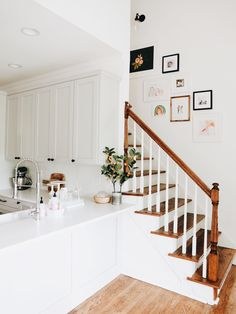 Stairway Gallery Wall - Awesome Stairways Ideas for your Home Style At Home, Stairway Gallery Wall, Stairway Photos, Staircase Pictures, Stair Gallery, Art Gallery, Design Case, Home Interior, Interior Ideas