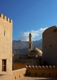 Built over 12 years in the century by Sultan bin Saif al-Yaruba, the first imam of the Ya'aruba dynasty, Nizwa fort (Oman) is famed for its round tower. Dubai, Islamic World, Islamic Art, Islamic Architecture, Art And Architecture, Abu Dhabi, Places To Travel, Places To Go, Sultanate Of Oman