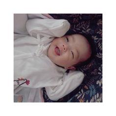 Cute Asian Babies, Korean Babies, Asian Kids, Cute Babies, Cute Baby Pictures, Baby Photos, Cute Outfits For Kids, Cute Kids, Baby Boy Newborn
