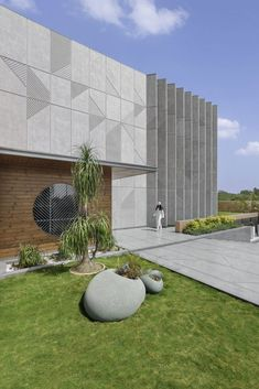 02, The Hidden House | A+T Associates - The Architects Diary Exposed Concrete, Concrete Wall, Jacuzzi Room, Library Study Room, Hidden House, Asian Paints, Bungalow Exterior, Ground Floor Plan, Maine House