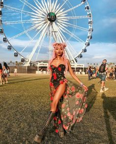 Image about festival in Coachella vibes 🎡🌻🌸 by Assia Dama Coachella Festival, Music Festival Outfits, Music Festival Fashion, Rave Festival, Fashion Music, Festival Wear, Boomtown Festival Outfits, Festival Clothing, Music Festivals
