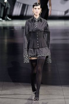 Dolce & Gabbana Fall 2020 Ready-to-Wear Fashion Show Collection: See the complete Dolce & Gabbana Fall 2020 Ready-to-Wear collection. Look 52 Men Fashion Show, Fashion Show Collection, Fashion 2020, Runway Fashion, High Fashion, Fashion Outfits, Womens Fashion, Style Haute Couture, Fashion Blogger Style