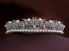 Royal Princess Leaf Tiara , Exquisite Swarovski Crown, Victorian wedding headband, Pearl tiara, Floral crown, Gold, Silver, Vintage inspired