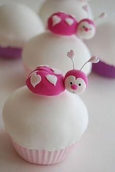 Cupcakes / They are cupcakes, but I see they are cute! ★ Ili estas taskukoj, tamen al mi estas ĉarmaj metioj.