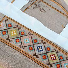 Islamic Art Pattern, Pattern Art, Beaded Embroidery, Embroidery Designs, Bargello, Book Markers, Mosaic Garden, Cross Stitching, Cross Stitch Patterns