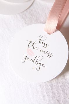 Kiss the Miss Goodbye Bridal Shower Favor Tags Lipstick Baby Shower Gifts For Boys, Boho Baby Shower, Bridal Shower Favors, Bridal Shower Decorations, Baby Showers Juegos, Purple Mason Jars, Or Rose, Rose Gold, Bachelorette Party Themes