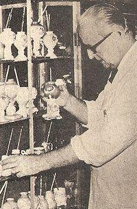 Mas de un siglo de platería y regalos en San Antonio de Areco. (1969)