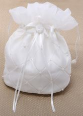 Color : White Material : Satin Style : Sweet Occasion : Weeding,Party,Formal Evening The post Pearls Wedding Handbag for Brides appeared first on Power Day Sale. Boho Jewelry, Wedding Jewelry, Wedding Purse, Wedding Accessories, Bag Accessories, Bridal Shawl, Wedding Wraps, School Purse, Purses And Handbags