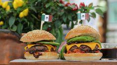 El cocinero David de Jorge se pone el sombrero mexicano para 'tunear' una hamburguesa de ternera al estilo tex-mex. ¡Viva México, los mexicanos, las mexicanas, las rancheras y viva Jorge  Negrete! Robin Food, Quesadilla, Tapas, Hamburger, Cooking Recipes, Beef, Ethnic Recipes, David, Sandwiches