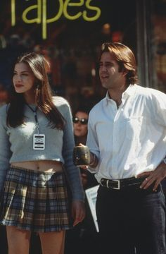 Liv Tyler in Empire Records.if I had a blue sweater and blue/yellow plaid skirt I could probably be her for Halloween. Cher Horowitz, Liv Tyler Empire Records, Gossip Girl, Pretty Woman, 90s Costume, Zombie Costumes, Halloween Costumes, Moda Jeans, Estilo Grunge