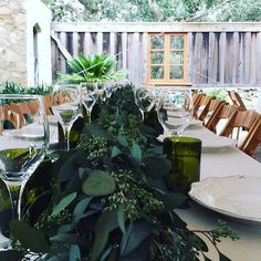 A shot from the gorgeous #holmanranch farm style tables. Rain or shine, this venue is beautiful! Loved working with the amazing @coastsidecouture @coutureplanner #linnysfloral #garland