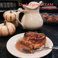 An easy overnight French toast bake with the seasonal flavor of pumpkin. Oh so easy, and oh so Dee-lish! Pumpkin French Toast, French Toast Bake, Baked Pumpkin, Pumpkin Puree, Overnight French Toast, Fall Breakfast, Cream Cheese Filling, Brunch Recipes, Baking