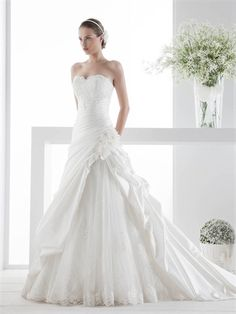 Strapless Sweetheart Flower Pleatings Ruffles Lace Wedding Dress WD2247  Italian Wedding Dresses c74cc365b09e