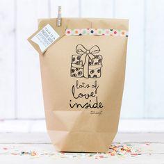 Cadeaus inpakken is geweldig leuk, maar soms heb je niet veel tijd. Deze geweldige cadeautasjes en cadeauzakjes maken een feestje van jouw kadootje!