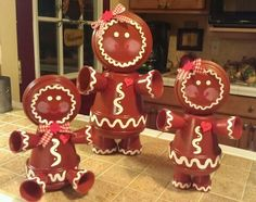 Clay pot gingerbread family