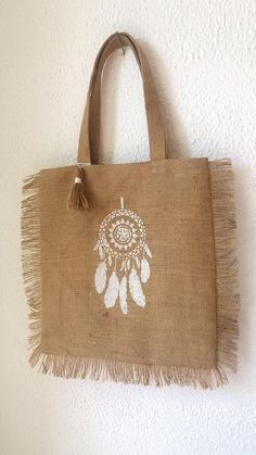 Maxi gold tote bag in Burlap with fringe and his dream dream - L'Atelier Champêtre - - Maxi gold tote bag in Burlap with fringe and his dream dream - L'Atelier Champêtre Hessian Bags, Jute Tote Bags, Painted Bags, Fabric Bags, Cotton Bag, Handmade Bags, Purses And Bags, Boutique Etsy, Gold