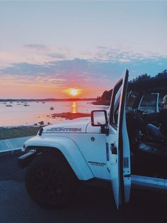 VSCO - americanteenager - Images You are in the right place about Jeeps compass Here we offer you the most beautiful pictures about the Jeeps aestheti Dream Cars, My Dream Car, Dream Life, Beach Aesthetic, Summer Aesthetic, Fotografia Retro, Jeep Photos, Poses Photo, Jeep Cars