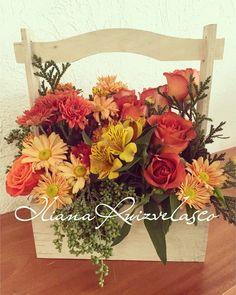 Centro de mesa con flores. Colores ocres. Por Iliana Ruiz Velasco