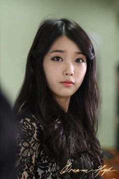 The nation's female artist of the year IU is currently looking as beautiful as ever in her jet black hair. Koreaboo presents a compilation of 5 different hair colors IU has effortlessly pulled off! Dream High 2, Beauty Makeup, Hair Makeup, Different Hair Colors, Brown Eyed Girls, K Idol, She Was Beautiful, Korean Makeup, Korean Actresses