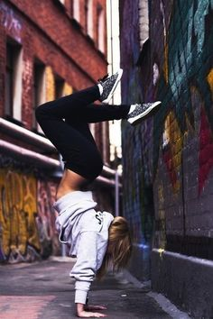 photography,camera,people,effects,summer,popart,handstand,flexible,vans,leggings,hoodie,girl,handstand,flexible,converse,leggings,hoodie,girl