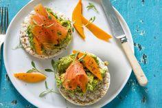 Canapé de salmão, manga e guacamole